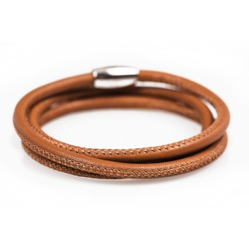 Leather bracelet closing...
